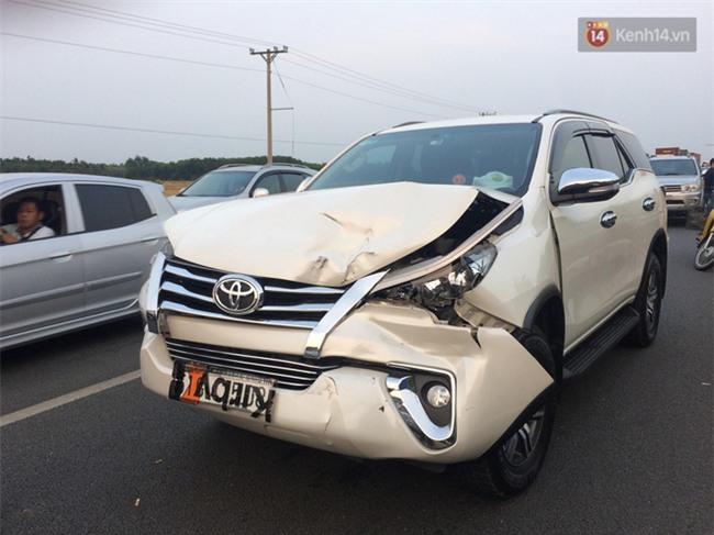 Chùm ảnh: Hiện trường vụ tai nạn liên hoàn trên cao tốc Long Thành - Dầu Giây vì khói rơm rạ mù mịt tấn công - Ảnh 12.