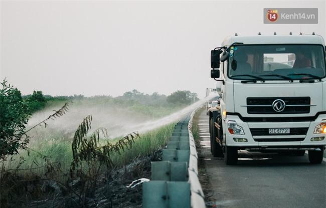 Chùm ảnh: Hiện trường vụ tai nạn liên hoàn trên cao tốc Long Thành - Dầu Giây vì khói rơm rạ mù mịt tấn công - Ảnh 16.