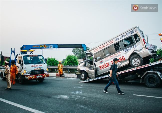 Chùm ảnh: Hiện trường vụ tai nạn liên hoàn trên cao tốc Long Thành - Dầu Giây vì khói rơm rạ mù mịt tấn công - Ảnh 17.
