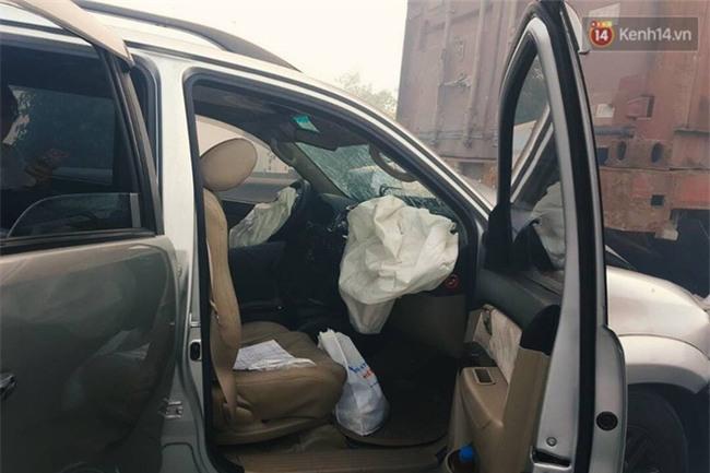 Chùm ảnh: Hiện trường vụ tai nạn liên hoàn trên cao tốc Long Thành - Dầu Giây vì khói rơm rạ mù mịt tấn công - Ảnh 8.