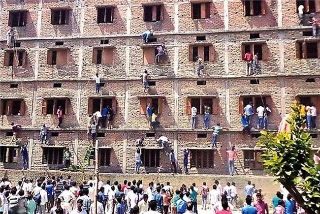 Mafia gian lận thi cử - nỗi ám ảnh kinh hoàng của giáo dục Ấn Độ - Ảnh 2.
