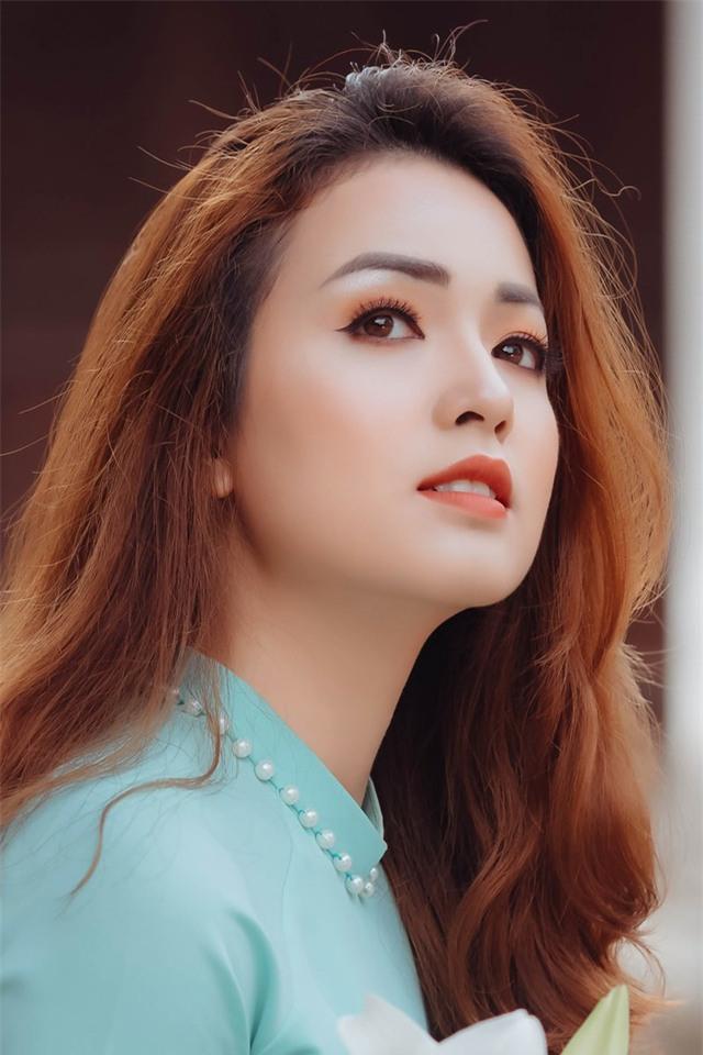 Nhưng sự thực thì bố mẹ của cô gái này đều là người Việt Nam, Phương Liên tâm sự rằng, từ bé đến lớn mọi người khi gặp cô lần đầu đều tưởng cô là con lai, bởi đôi mắt ấy có nét rất cuốn hút.