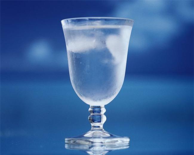 Chuyên gia chỉ rõ mùa hè uống nước ấm hay nước lạnh sẽ tốt hơn-2