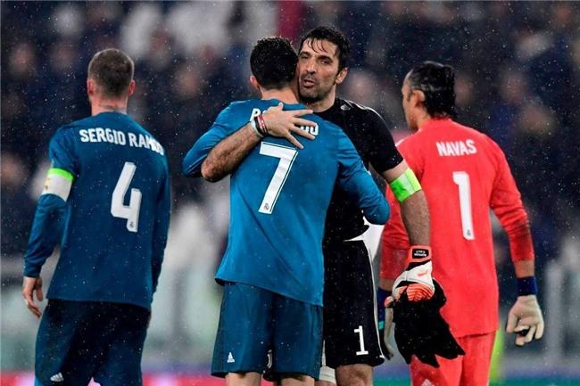 Buffon giơ ngón tay cái, khẳng định Ronaldo là số 1 - Ảnh 2.