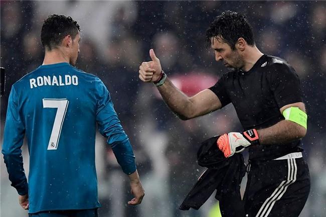 Buffon giơ ngón tay cái, khẳng định Ronaldo là số 1 - Ảnh 3.