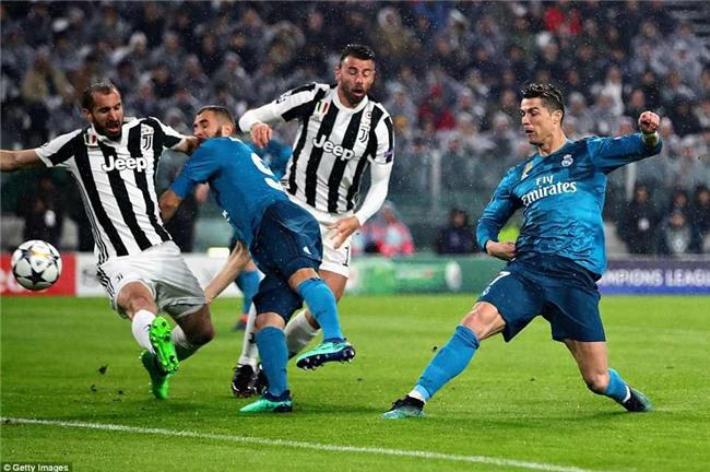 Buffon giơ ngón tay cái, khẳng định Ronaldo là số 1 - Ảnh 4.