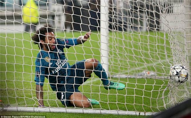 Buffon giơ ngón tay cái, khẳng định Ronaldo là số 1 - Ảnh 7.