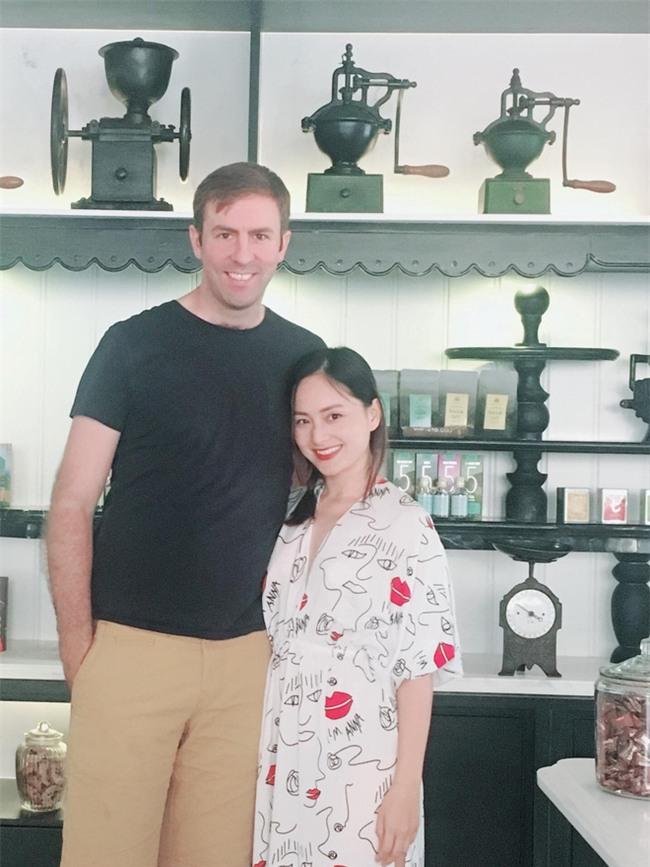 Hình ảnh Lan Phương nhỏ bé nhưng luôn hạnh phúc bên chồng Tây cao 2m - Ảnh 9.