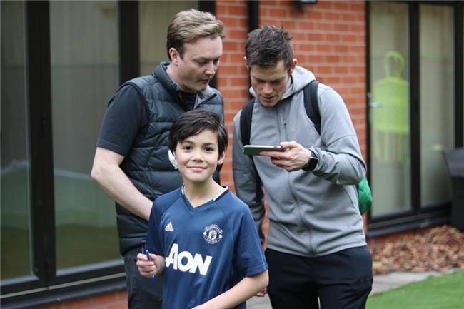 Cậu bé lai người Thái Lan gây sốt vì quá đẹp trai và được ví là David Beckham mới - Ảnh 12.