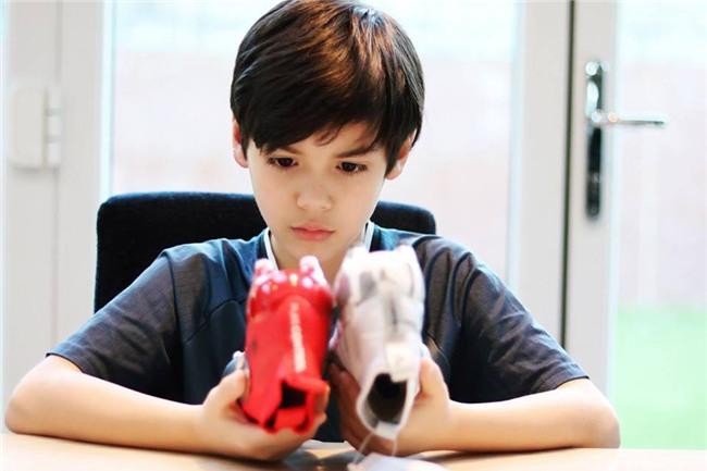 Cậu bé lai người Thái Lan gây sốt vì quá đẹp trai và được ví là David Beckham mới - Ảnh 5.