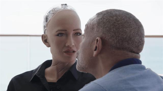 Robot Sophia nhận Will Smith làm anh trai mưa, không cho hôn nhưng vẫn nháy mắt thả thính - Ảnh 3.
