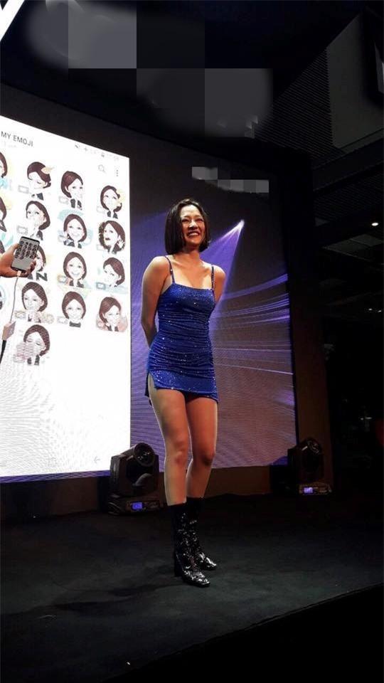 Lao đao vì váy ngắn không chỉ có Bảo Anh mà còn có rất nhiều sao Việt khác nữa - Ảnh 1.