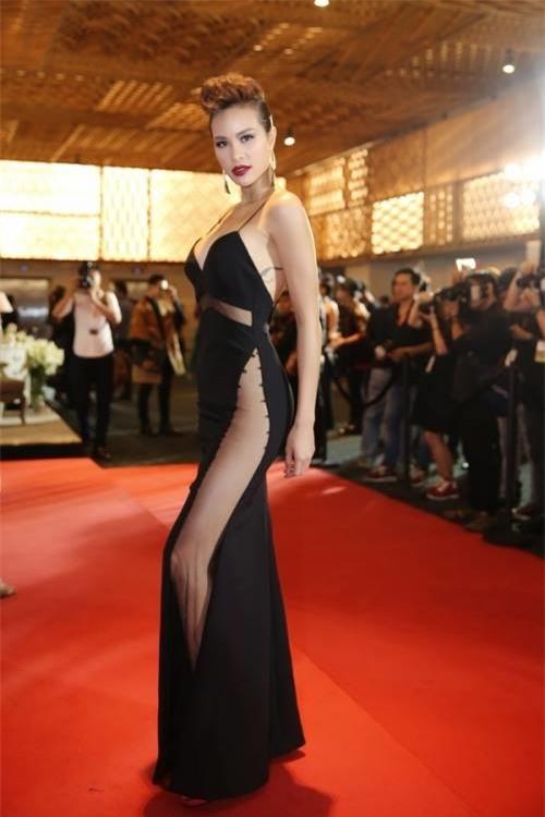 Mỗi lần đi sự kiện,Phương Mailuôn chọn những chiếc váy gợi cảm hết phần người khác.