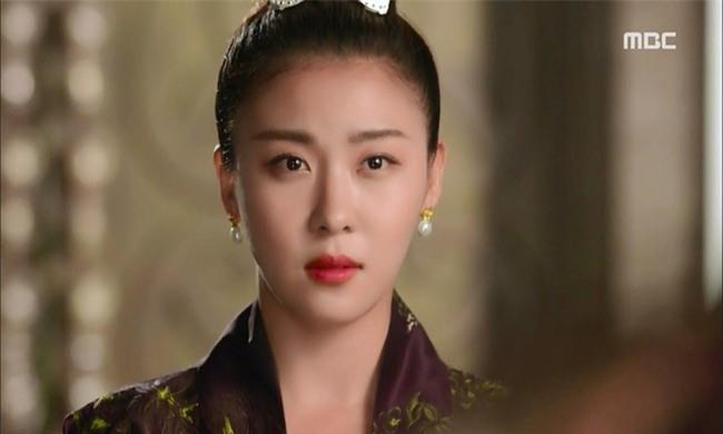 Dù đã bước sang tuổi 40 nhưng Ha Ji Won có bí quyết gì mà vẫn trẻ trung như gái đôi mươi? - Ảnh 1.