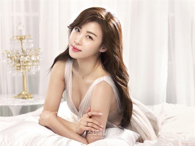Dù đã bước sang tuổi 40 nhưng Ha Ji Won có bí quyết gì mà vẫn trẻ trung như gái đôi mươi? - Ảnh 2.