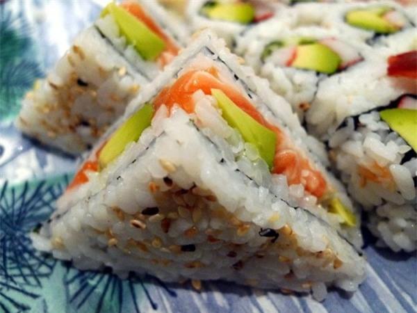 Độc đáo món cơm nắm phong cách sandwiches chỉ có ở London - Ảnh 1.