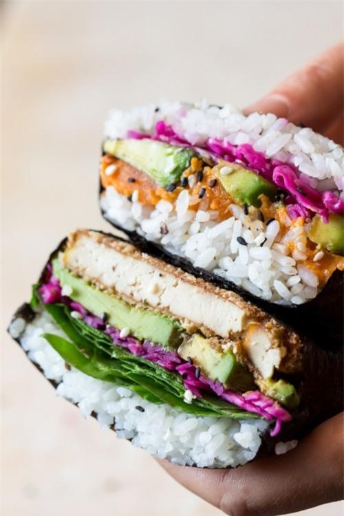 Độc đáo món cơm nắm phong cách sandwiches chỉ có ở London - Ảnh 3.