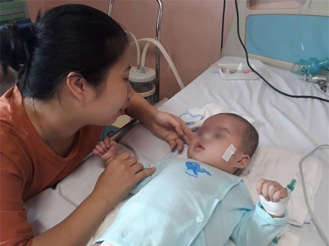 Ninh Bình: Bé gái 9 tháng tuổi ngất lịm, toàn thân tím tái sau mũi tiêm của y sĩ