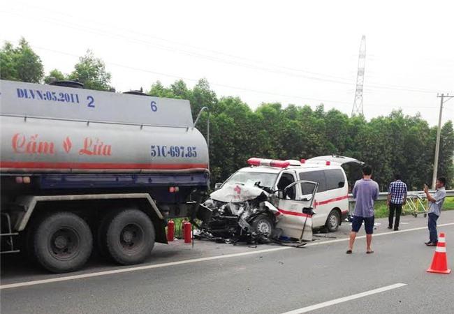 Cao tốc TP. HCM – Long Thành – Dầu Giây cảnh báo tai nạn liên hoàn vì xe cấp cứu chạy bất chấp - Ảnh 1.