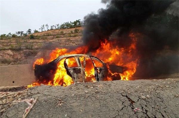 Xế hộp cháy ngùn ngụt trên đèo Đại Ninh, 5 người bỏng nặng