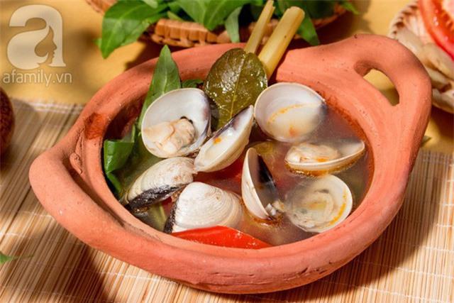 Ngao hay nghêu là loại thực phẩm chứa nhiều dinh dưỡng, giúp tăng cường hệ miễn dịch cho cơ thể. Trong thời tiết chuyển mùa, 1 bát canh ngao chua cay sẽ giúp cả nhà ngon miệng hơn nhiều đấy!