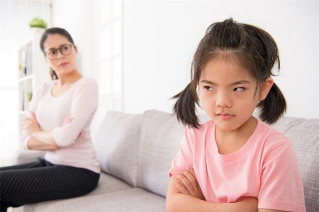Muốn kỷ luật trẻ hiệu quả mà không đòn roi, bố mẹ nhất định phải tuân thủ 4 nguyên tắc này - Ảnh 1.