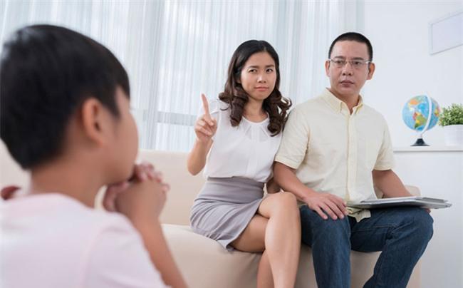 Muốn kỷ luật trẻ hiệu quả mà không đòn roi, bố mẹ nhất định phải tuân thủ 4 nguyên tắc này - Ảnh 3.