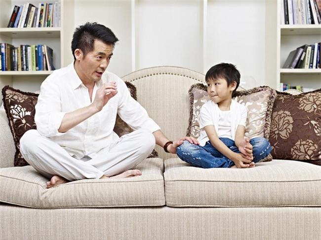 Muốn kỷ luật trẻ hiệu quả mà không đòn roi, bố mẹ nhất định phải tuân thủ 4 nguyên tắc này - Ảnh 4.