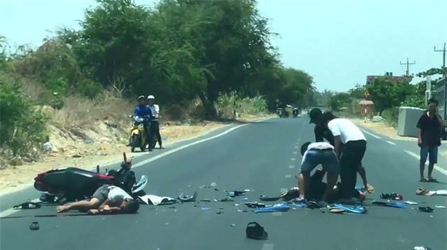 Nhóm thanh niên thử tài lao xe vào nhau, 2 người chết tại chỗ - Ảnh 1.