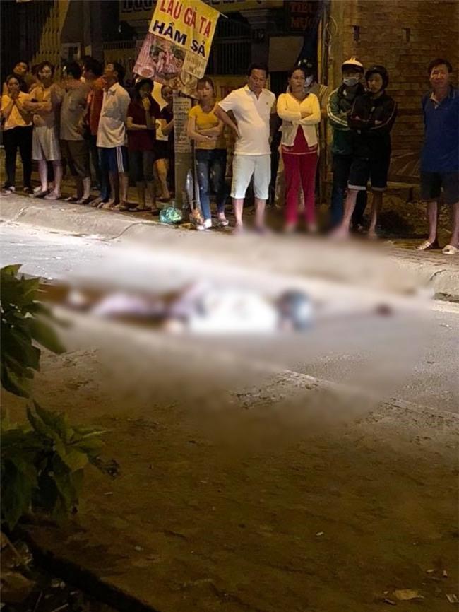 TP.HCM: Ô tô điên mất lái, húc văng người đàn ông đi xe máy rơi khỏi cầu Kênh Tẻ tử vong - Ảnh 3.