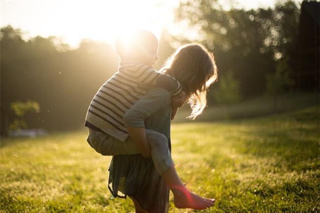 Phụ huynh trên khắp thế giới đang dạy con theo những cách độc đáo như thế này - Ảnh 1.