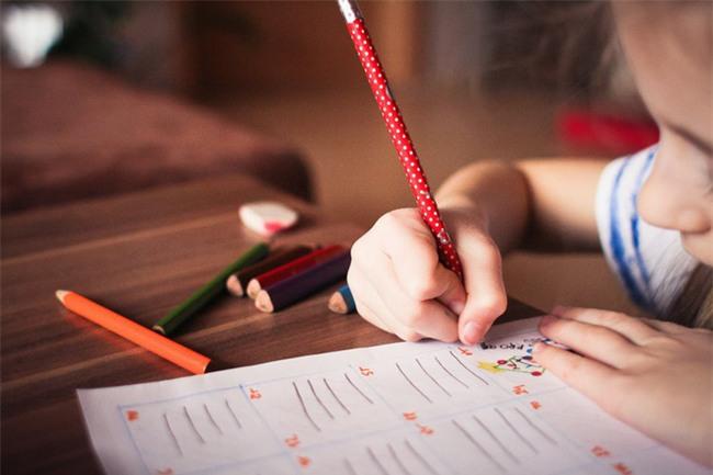 Phụ huynh trên khắp thế giới đang dạy con theo những cách độc đáo như thế này - Ảnh 3.