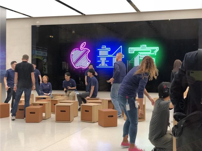 1.000 nguoi noi duoi nhau truoc Apple Store moi mo o Nhat Ban hinh anh 8