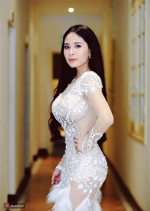 """Những bà mẹ bỉm sữa sở hữu vòng một """"khủng"""" của showbiz Việt - Ảnh 7."""