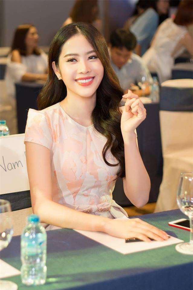 3 người đẹp sàn sàn tuổi Kỳ Duyên, Angela Phương Trinh và Nam Em: sau những nghi án thẩm mỹ liên tiếp, hiện giờ nhan sắc ra sao-28