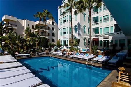 … với khách sạn 4 sao MiM Ibiza Es Vive