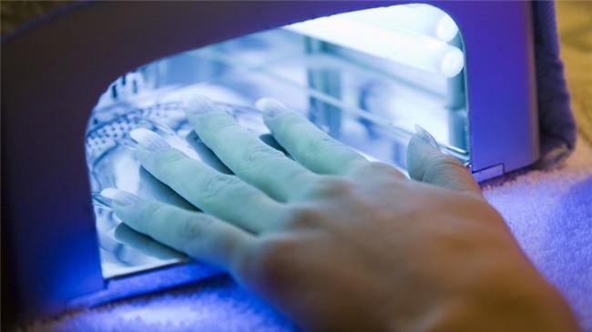 Đèn hong móng tay tia cực tím có thể gây ung thư da-2