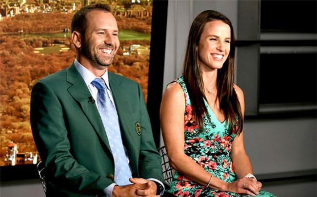 Golf 24/7: Chồng siêu sao tuột giải 11 triệu đô, vợ xinh đẹp phát ngôn sốc - 1