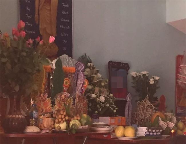 Vụ xe điên gây tai nạn thương tâm ở Hà Nội: Mẹ gãy chân nằm viện không hay biết con gái 7 tuổi đã mất - Ảnh 2.