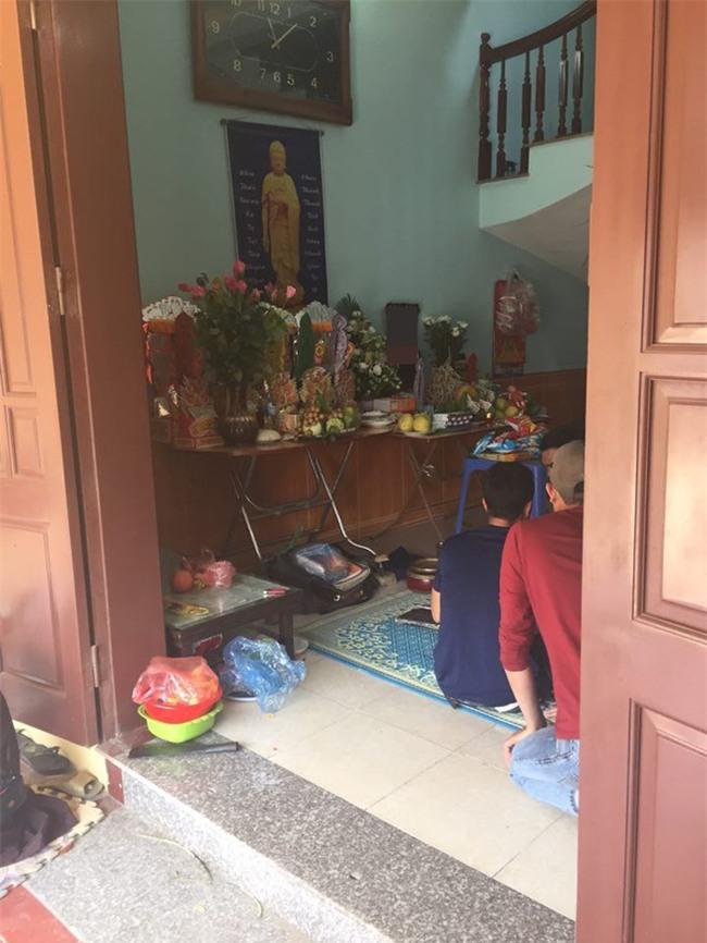 Vụ xe điên gây tai nạn thương tâm ở Hà Nội: Mẹ gãy chân nằm viện không hay biết con gái 7 tuổi đã mất - Ảnh 3.