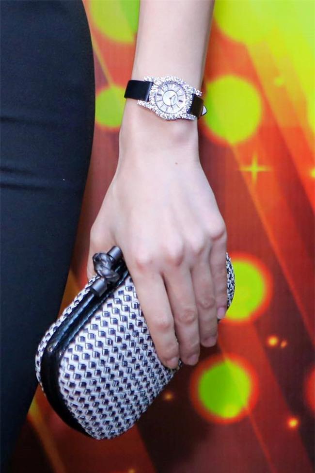 """Huyền My """"đụng hàng chan chát"""" với Hà Hồ khi đeo đồng hồ kim cương 1,5 tỷ - Ảnh 3."""