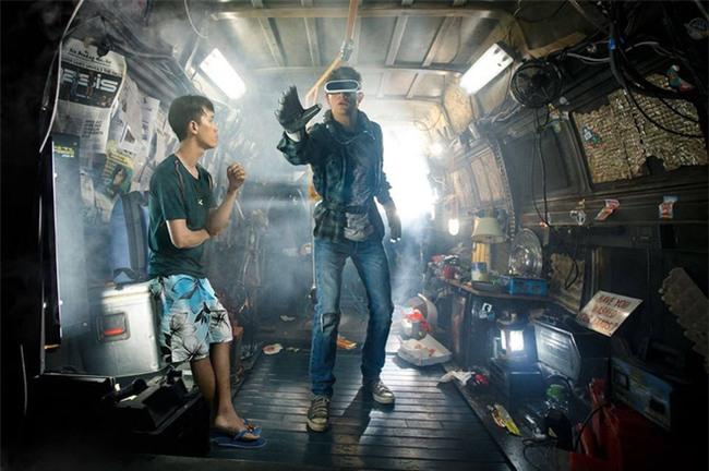 Người Việt duy nhất mặc quần hoa, đi dép lào xuất hiện trong cảnh phim bom tấn Hollywood - Ảnh 1.