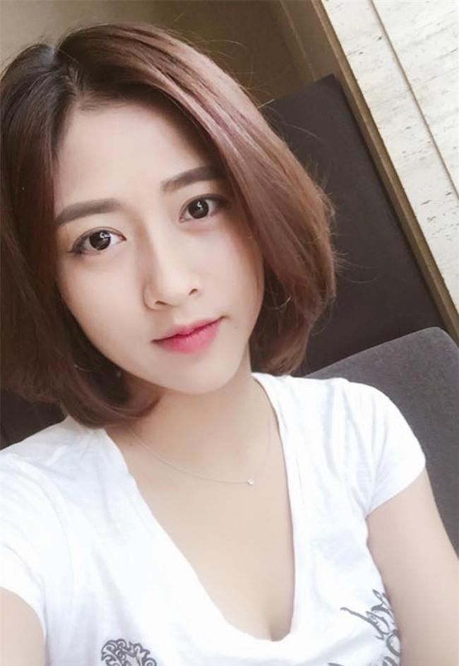 Tâm sự của nữ sinh Nam Định xinh đẹp từng theo bố đẩy xe rác khắp Hà Nội, bươn chải kiếm tiền ăn học - Ảnh 1.