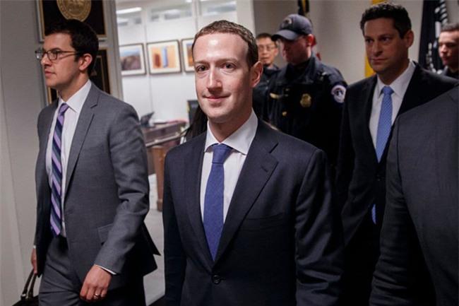 Vi sao Mark Zuckerberg mac vest, ngoi dem cao 10 cm khi dieu tran? hinh anh 3