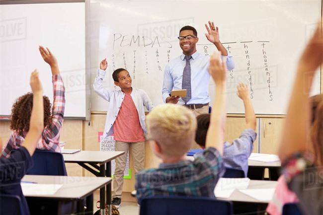 Cho học trò vay nửa điểm, cô giáo không ngờ hành động này đã thay đổi cuộc đời cậu bé - Ảnh 4.