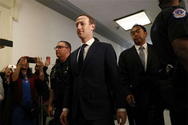 Mark Zuckerberg: Thong tin ca nhan cua toi cung bi lo hinh anh 4