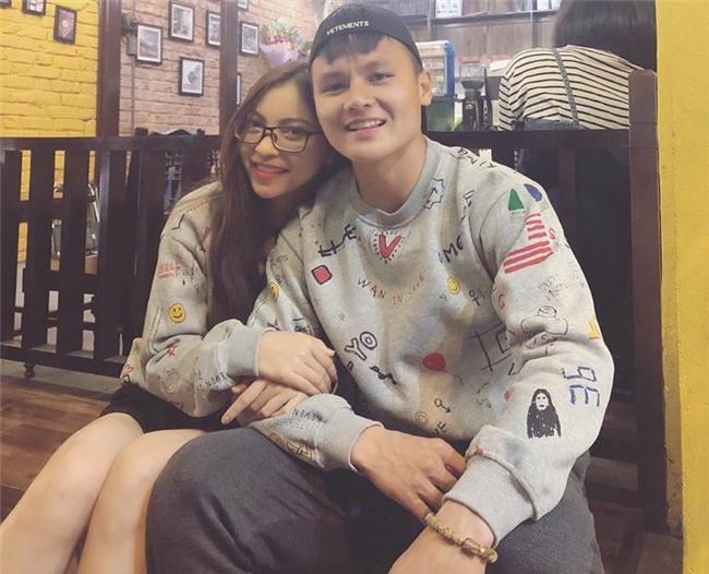Quang Hải mặc đồ đôi cùng bạn gái Nhật Lê trong ngày sinh nhật - Ảnh 1.