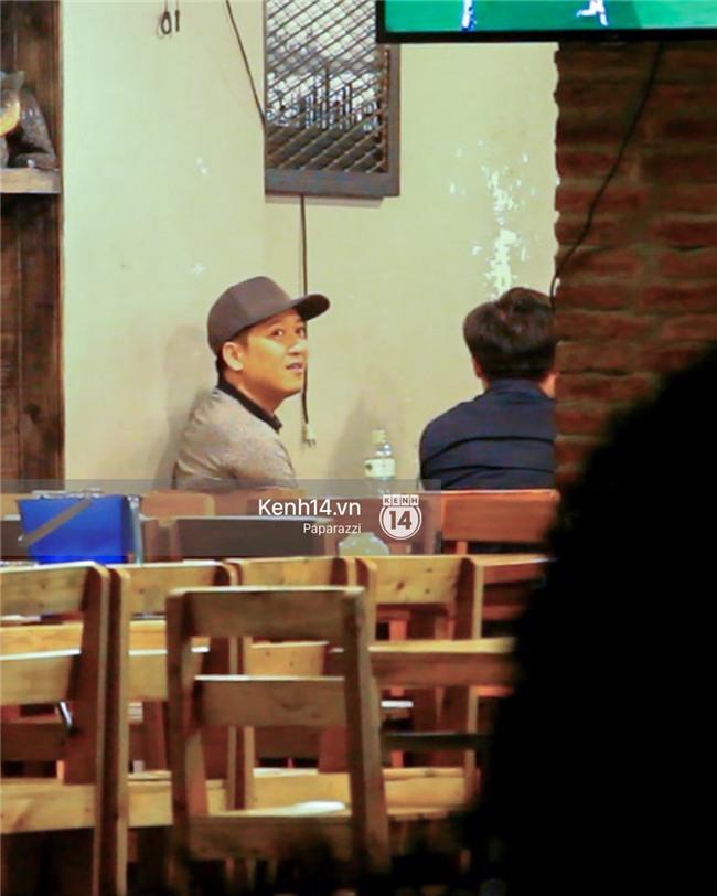 Trong khi Nhã Phương sang Thái chơi Songkran, Trường Giang bị bắt gặp đi uống bia cùng bạn bè giữa đêm - Ảnh 7.