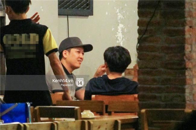 Trong khi Nhã Phương sang Thái chơi Songkran, Trường Giang bị bắt gặp đi uống bia cùng bạn bè giữa đêm - Ảnh 10.