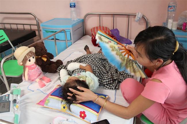 Bác sĩ trả lời thông tin bé gái ở Lai Châu bị hoại tử chân tay do mắc bệnh Than hiếm gặp-1